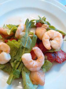 Rucola-Erdbeer-Schrimps-Salat